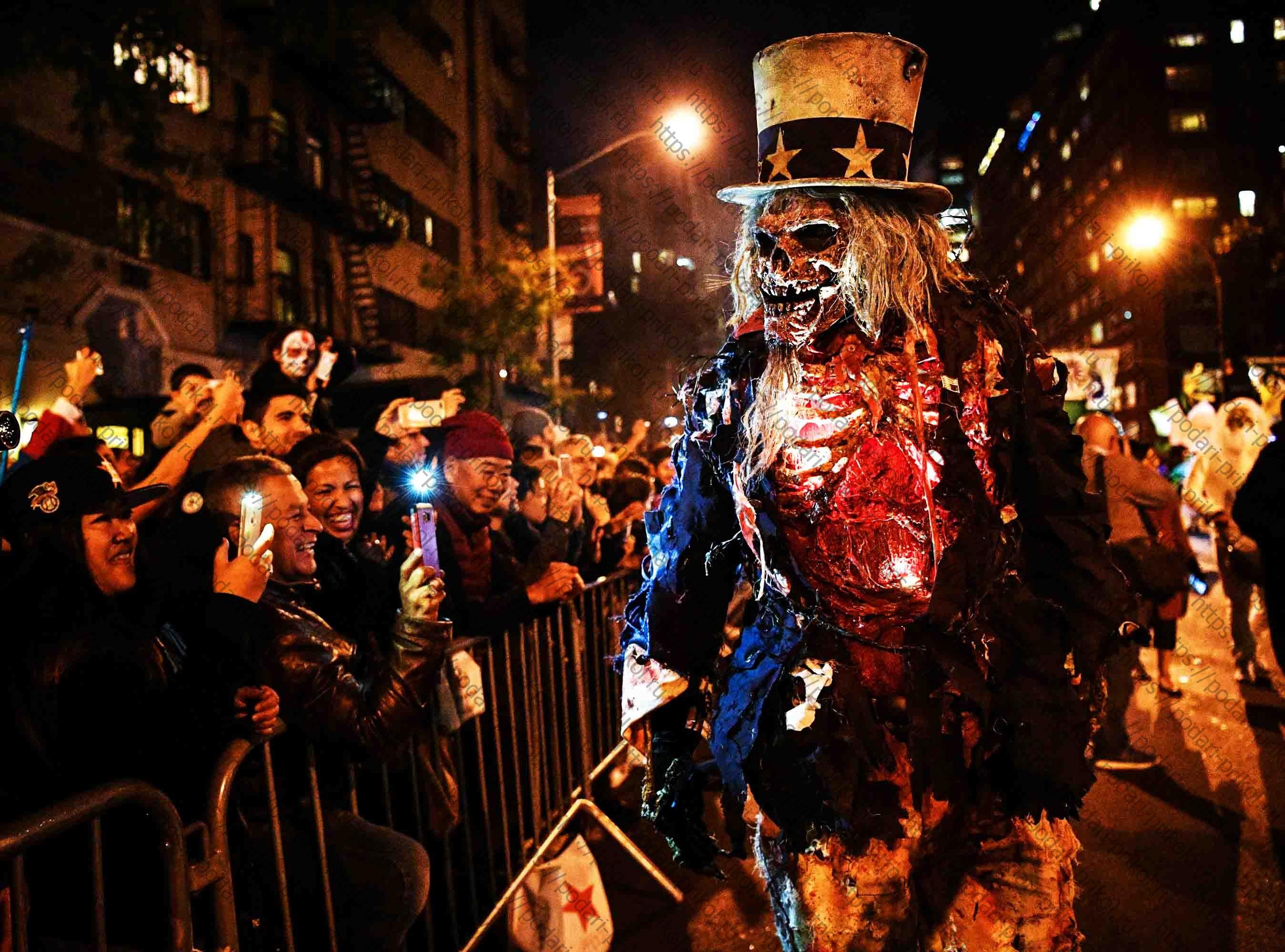 Страшные маски на параде